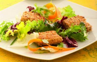 Seitan Breaded with Hazelnuts and Salad